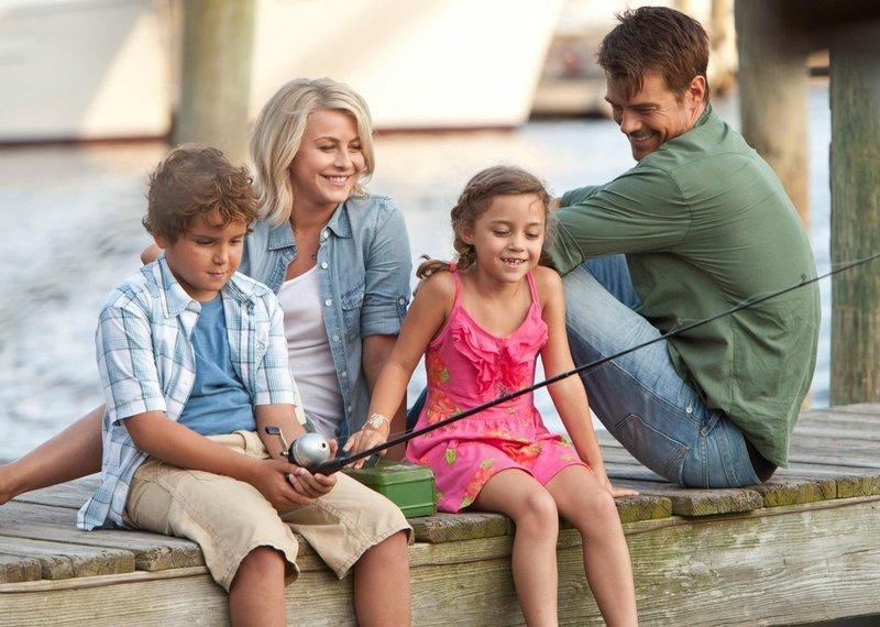 "Noah Lomax, Julianne Hough, Mimi Kirkland and Josh Duhamel in ""Safe Haven."""