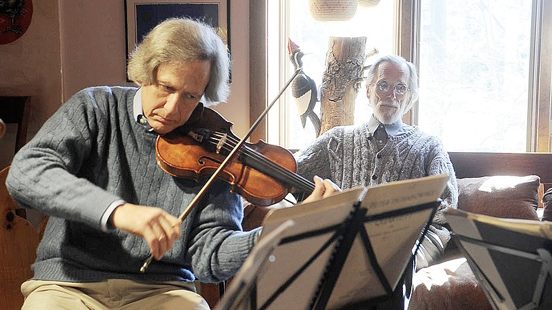 Violinist Ron Lantz with former first chair violinist Steve Kecskemethy in the background