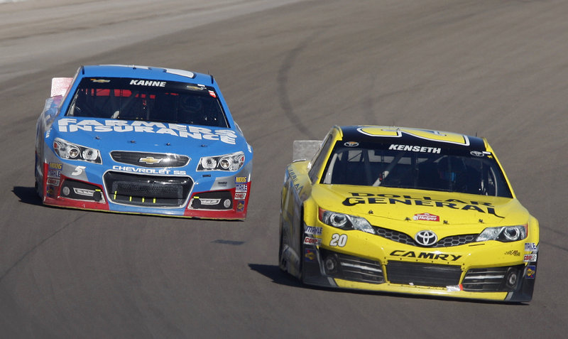 Matt Kenseth, right, fights off a late challenge from Kasey Kahne in Sunday's Sprint Cup race at Las Vegas Motor Speedway on the way to his 25th career victory.