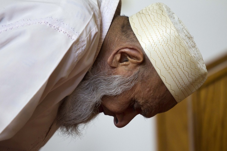 Sheik Ishmael bows his head in prayer at the Islamic Society of Boston mosque in Cambridge, Mass., on Friday.