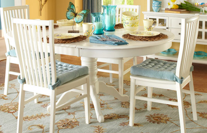 Pier 1 specializes in indoor and outdoor furniture, rugs, lamps and dinnerware.