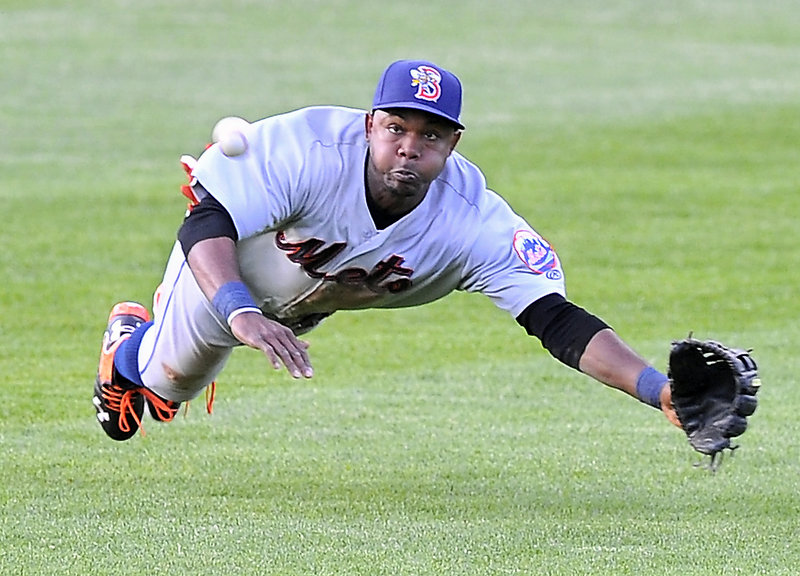 Binghamton center fielder Alonzo Harris makes an unsuccessful dive at a fly ball during Friday's Sea Dogs-Mets game at Hadlock Field, won by the Mets with a ninth-inning rally aided by Portland errors.