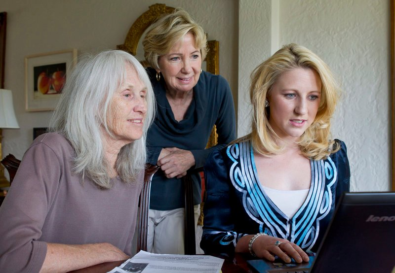 Sara Jane Olson, a 1970s radical, left, works with her daughter Leila Peterson, right, and Mary McLeod, a retired attorney, on a petition to the Obama administration to reduce disparities in prison sentences for crack and powder cocaine, Saturday in St. Paul, Minn.
