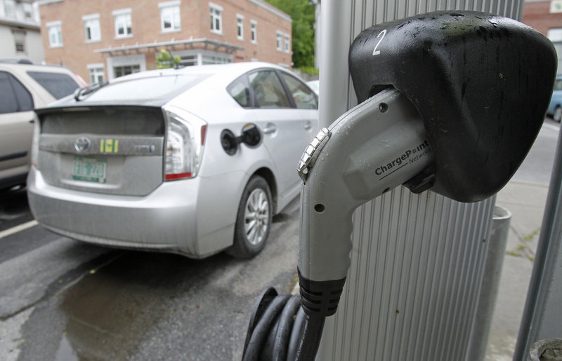 An electric charging station is seen on Tuesday, June 18, 2013 in Montpelier, Vt. Vermont Gov. Peter Shumlin and Quebec Premier Pauline Marois say they're implementing an electric vehicle charging corridor across the international boundary between the state and province. The corridor will initially link Burlington and Montreal with more than 20 charging stations along the 138-mile route. (AP Photo/Toby Talbot)
