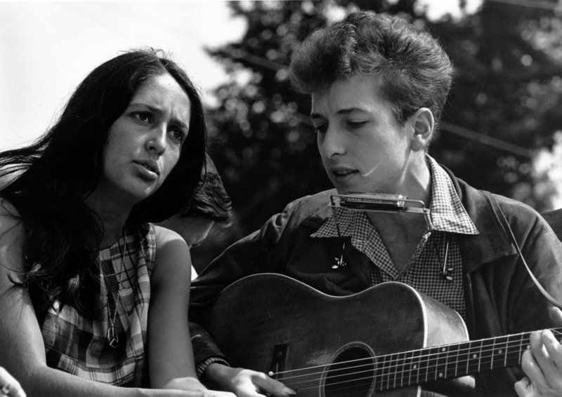 Joan Baez influenced – and was influenced by – Bob Dylan, with whom she is pictured in this image from 1963.