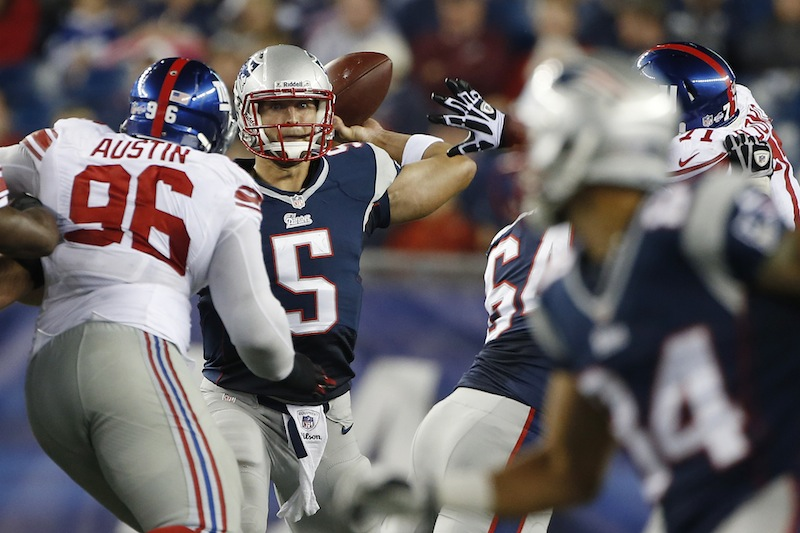 Patriots quarterback Tim Tebow (5) looks to throw his touchdown pass to wide receiver Quentin Sims (84) over New York Giants defensive tackle Marvin Austin (96) in the fourth quarter Thursday.