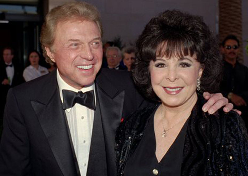 Steve Lawrence and Eydie Gorme arrive at the black-tie gala called