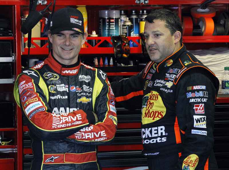 Jeff Gordon, left, shown with Tony Stewart, is chasing his elusive fifth Cup title, 11 years after he celebrated his last one.