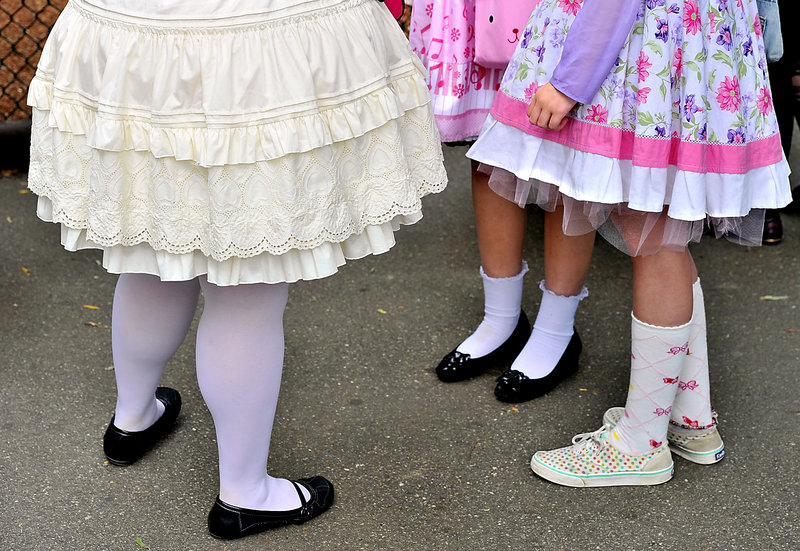 Petticoats, full skirts and pretty footwear worn with socks or tights are elements of style favored by the Maine Lolitas.