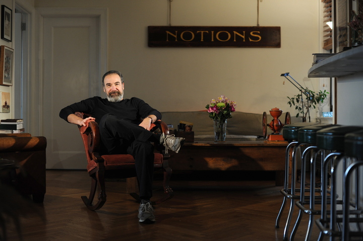 "Mandy Patinkin at home in Manhattan. Patinkin and pianist Paul Ford collaborate in ""Dress Casual,"" which combines Broadway show tunes with pop numbers."