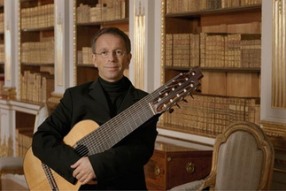Swedish classical guitarist Goran Sollscher performs at Bates College in Lewiston on Dec. 8.