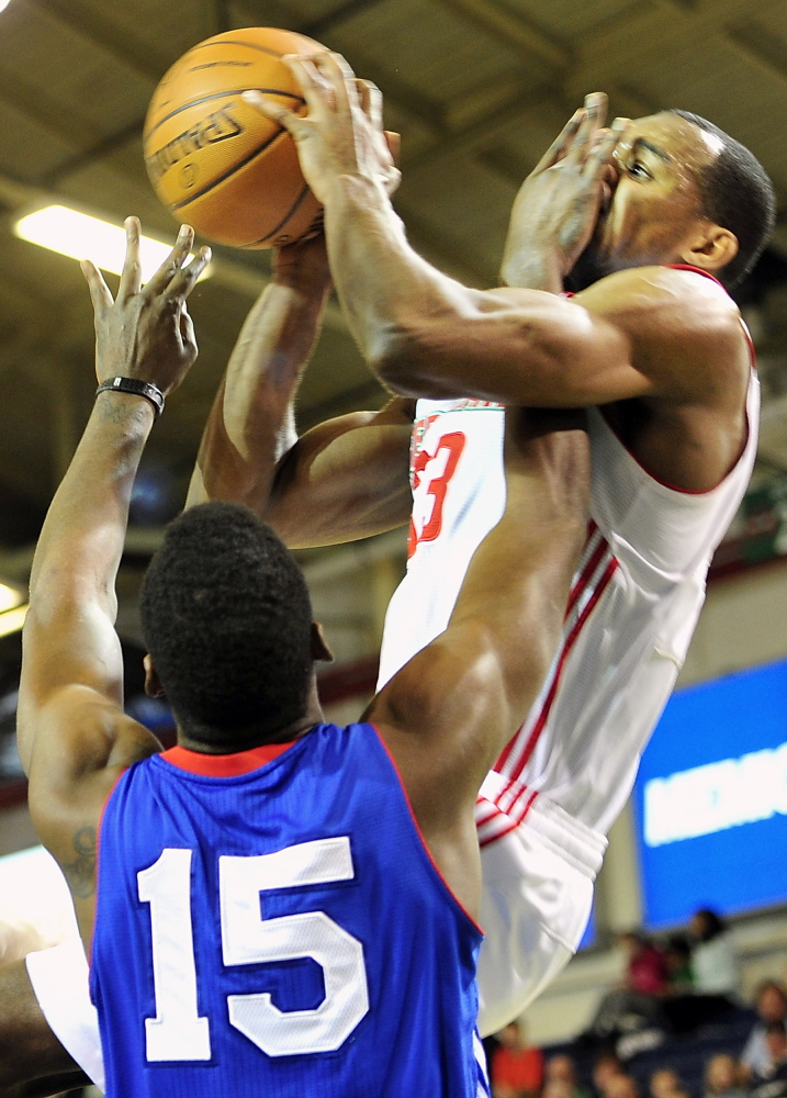 Norvel Pelle of the Delaware 87ers found a way Tuesday to keep Chris Wright of the Maine Red Claws from scoring: hit him in the face. Of course, there was the matter of the personal foul. Wright scored 19 points in a Red Claws win
