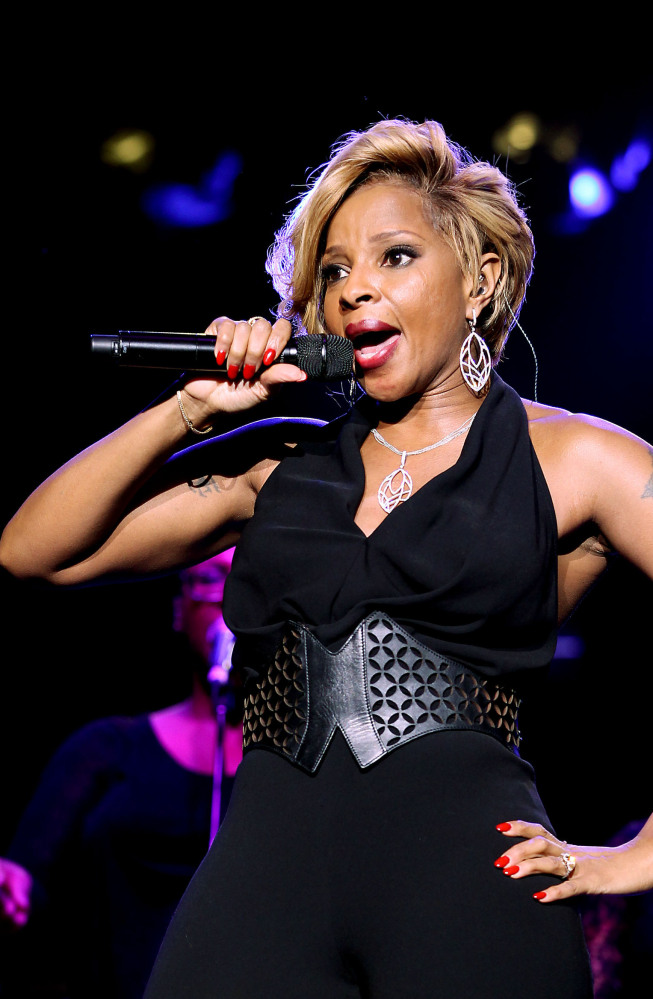Mary J. Blige performs at the Shape Magazine and Men's Fitness Super Bowl Party in New York on Friday.