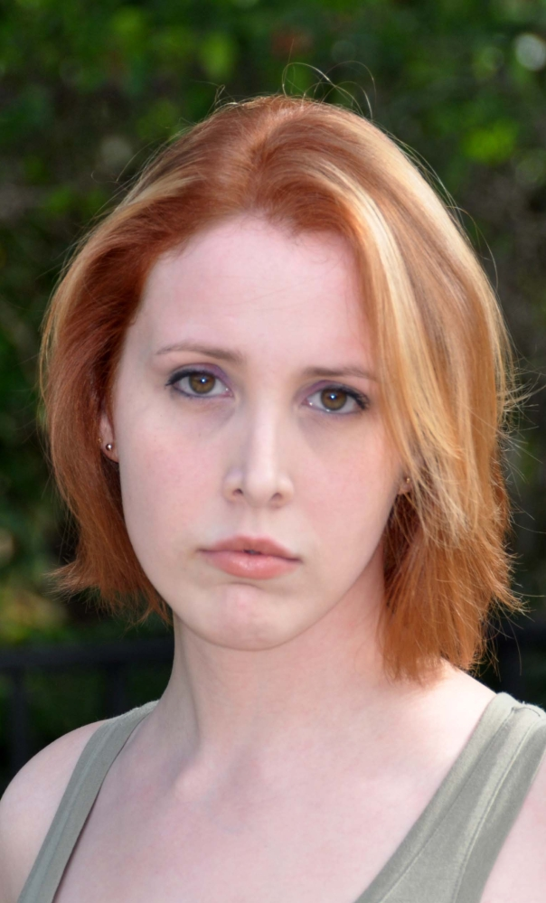 Woody Allen's adoptive daughter, Dylan Farrow, has again accused him of molesting her 21 years ago.