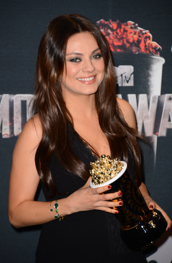 Mila Kunis poses in the press room with her award for best villain for ìOz the Great and Powerfulî at the MTV Movie Awards on Sunday, April 13, 2014, at Nokia Theatre in Los Angeles. (Photo by Jordan Strauss/Invision/AP)