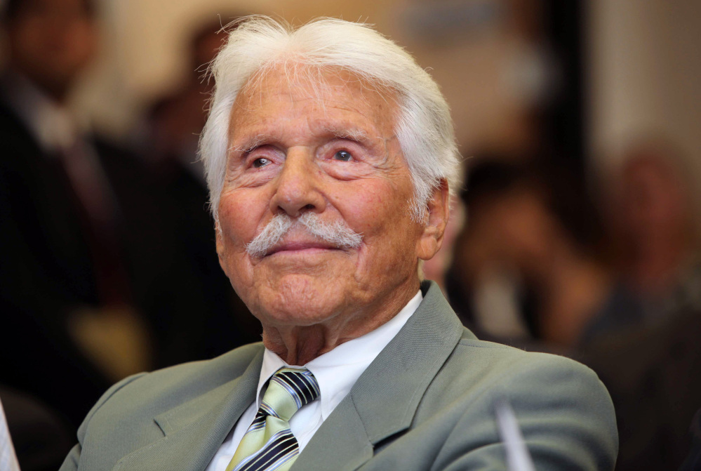 Actor Efrem Zimbalist Jr, watches during a ceremony honoring him by the FBI at the Federal building in Los Angeles in this Monday, June 8, 2009 file photo.