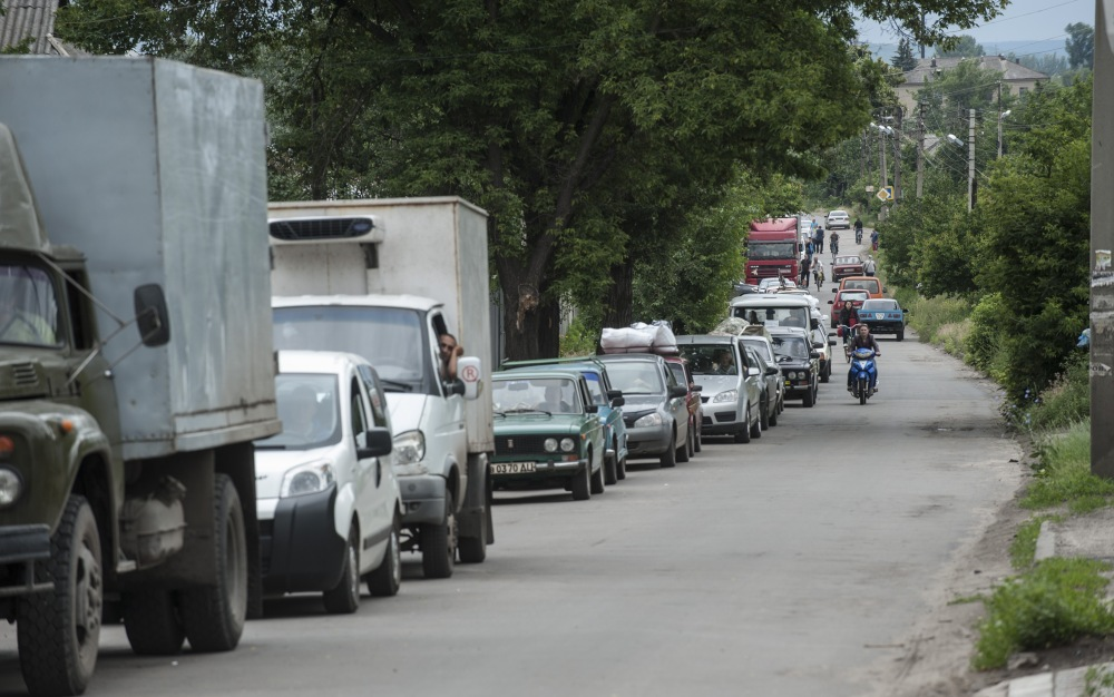 Cars line up leaving the city at a checkpoint in Slovyansk, eastern Ukraine, on Thursday. The city has been an epicenter of a nearly two-month standoff between Ukrainian forces and pro-Russian rebels.