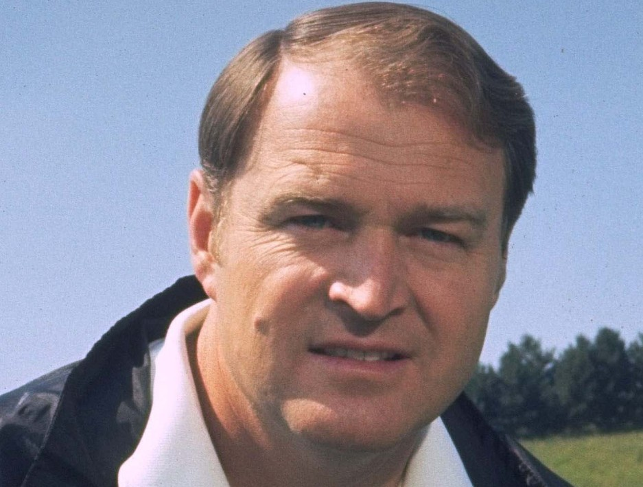 Chuck Noll, the Hall of Fame coach who won a record four Super Bowl titles with the Pittsburgh Steelers, died Friday. He was 82. The Allegheny County Medical Examiner said Noll died of natural causes.