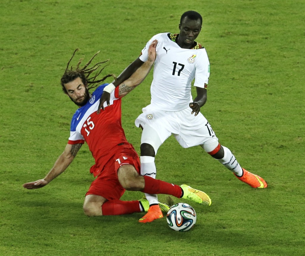 United States' Kyle Beckerman, left, and Ghana's Mohammed Rabiu challenge for the ball.