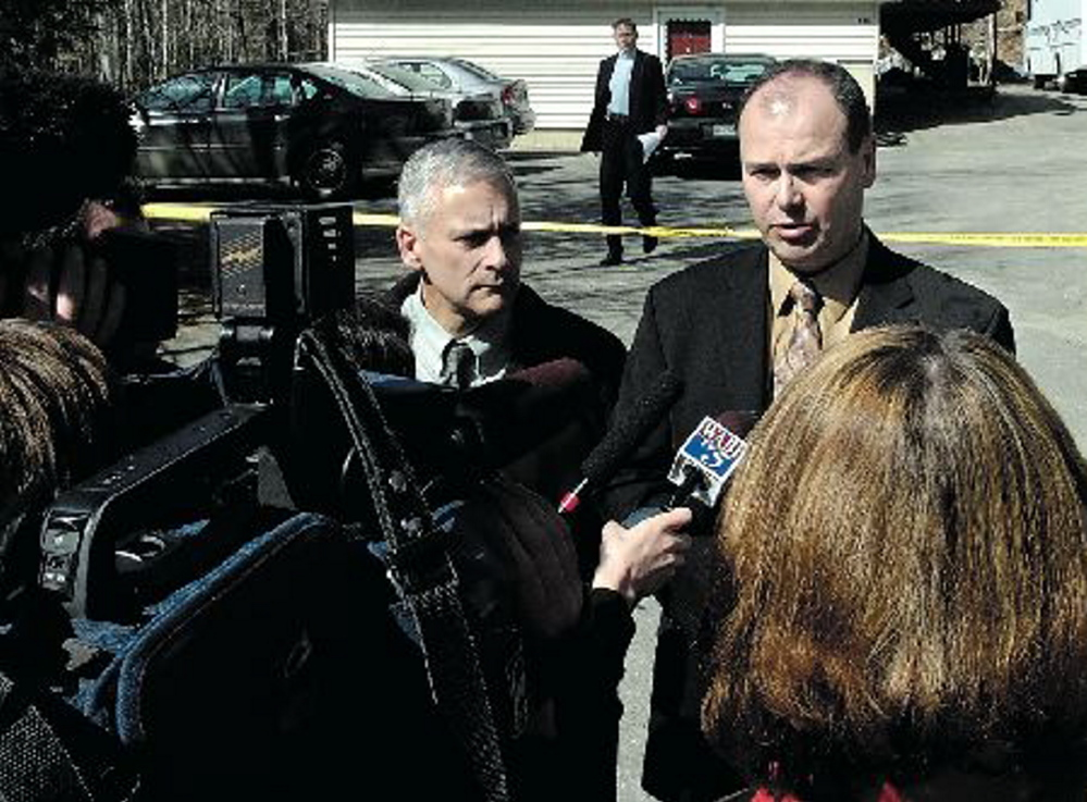 Augusta police Lt. Keith Brann, left, and Maine State Police Lt. Gary Wright hold a news conference in front of the Augusta apartment of homicide victim Naomi Buzzell in April 2008.