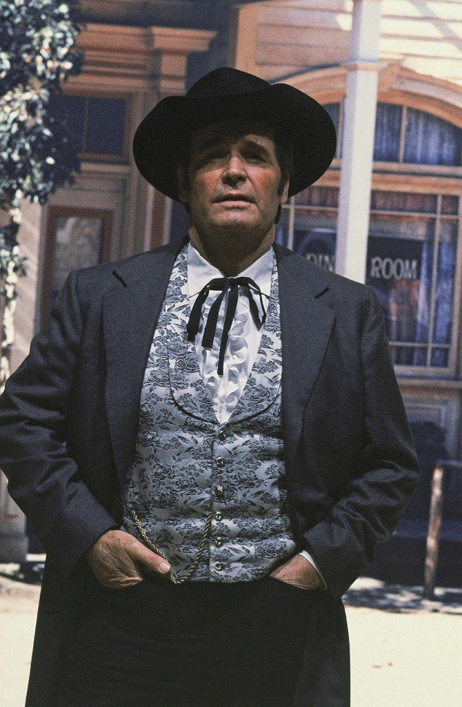 "Actor James Garner is shown in character as ""Bret Maverick"" on the set of his television show, in this April 13, 1982 photo taken in Los Angeles. The Associated Press"