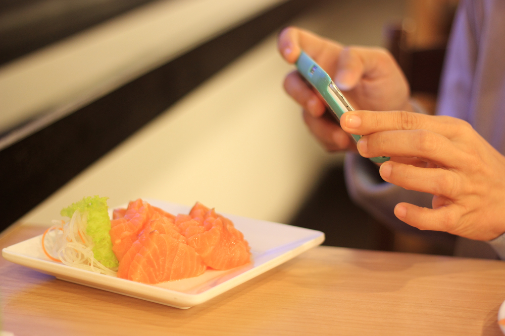 Restaurateurs say that contrary to a well-publicized rant on Craigslist, patrons using smartphones to photograph their food, or to post on social media, has not adversely affected restaurant operations.