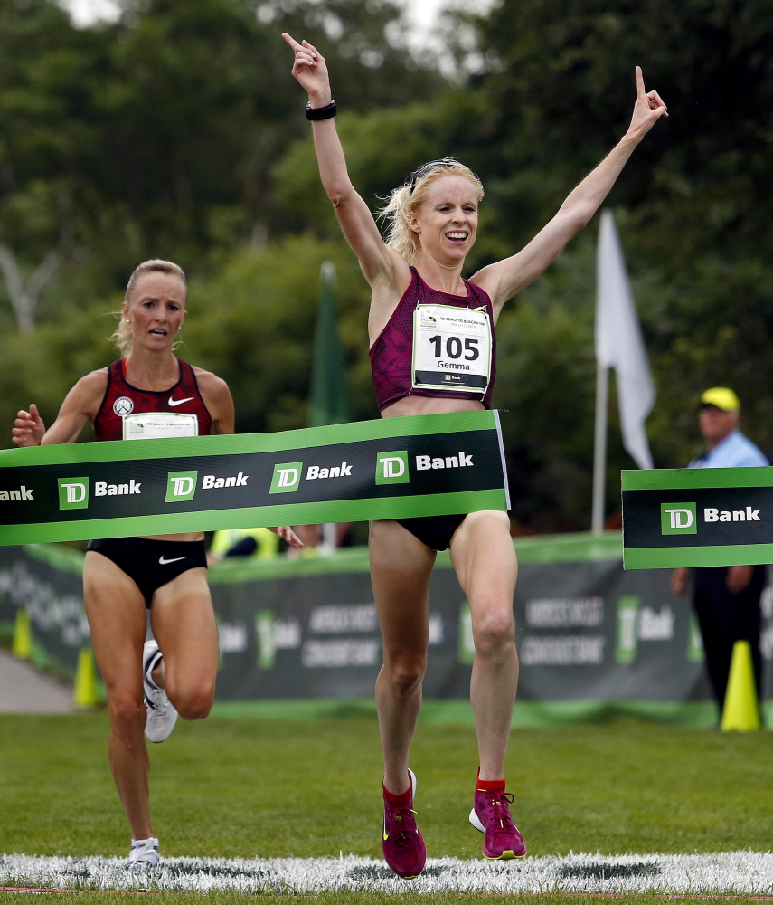 Gemma Steel edges Shalane Flanagan for the top finisher in the women's division at the 17th annual TD Beach to Beacon 10K on Saturday.