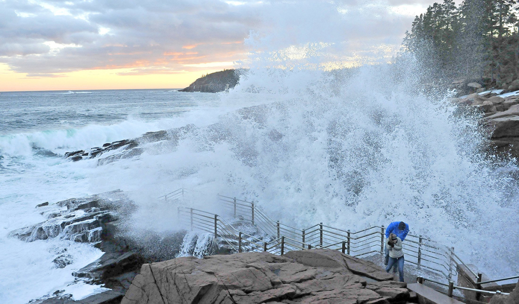 Viewing area at acadia 39 s thunder hole to be shut down for for Thunder hole acadia