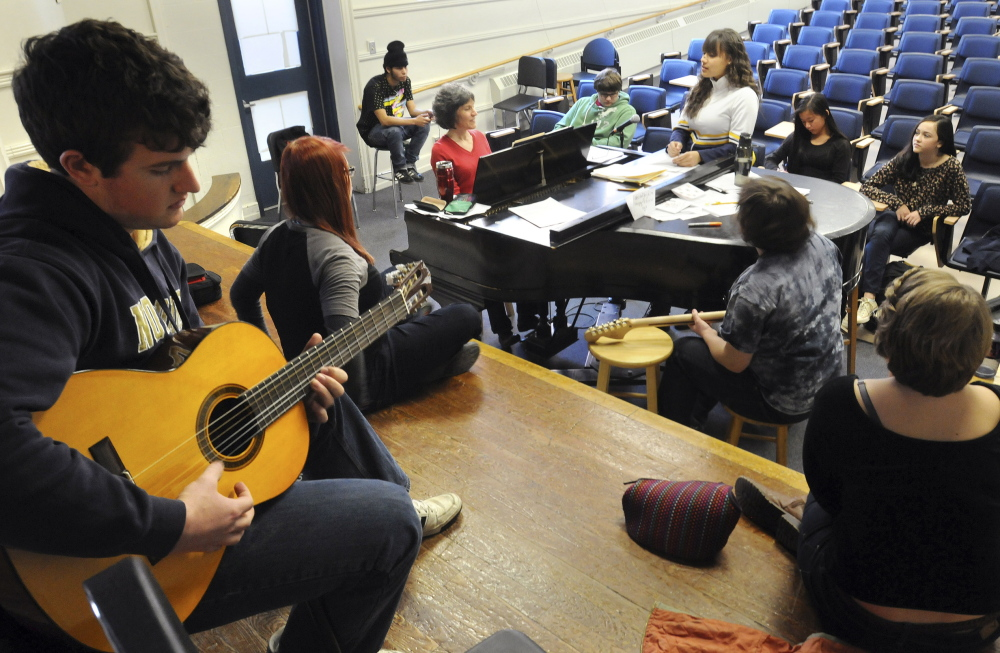 546433 Songwriting Class Acco