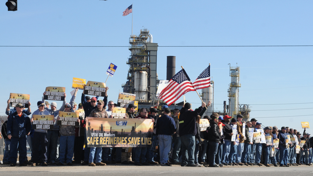 Representatives from the United Steel Workers Union (USW) hold a rally at the entrance to the Marathon refinery in Catlettsburg, Ky., on Saturday. About 3,800 steelworkers began a strike Feb. 1 at refineries from California to Kentucky, saying that negotiations with Shell Oil Co. had broken down. Shell is negotiating the national contract for other oil companies.