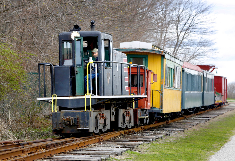 The Maine Narrow Gauge Railroad will stay in Portland through early 2017, then move to Gray.