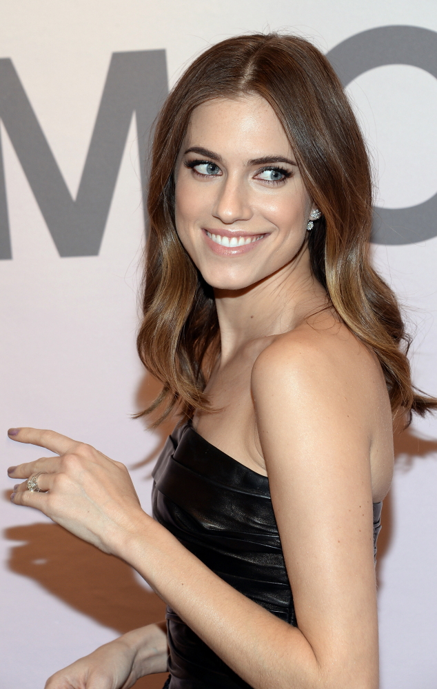 Actress Allison Williams praises her father, suspended NBC anchor Brian Williams, as a caring man of integrity.