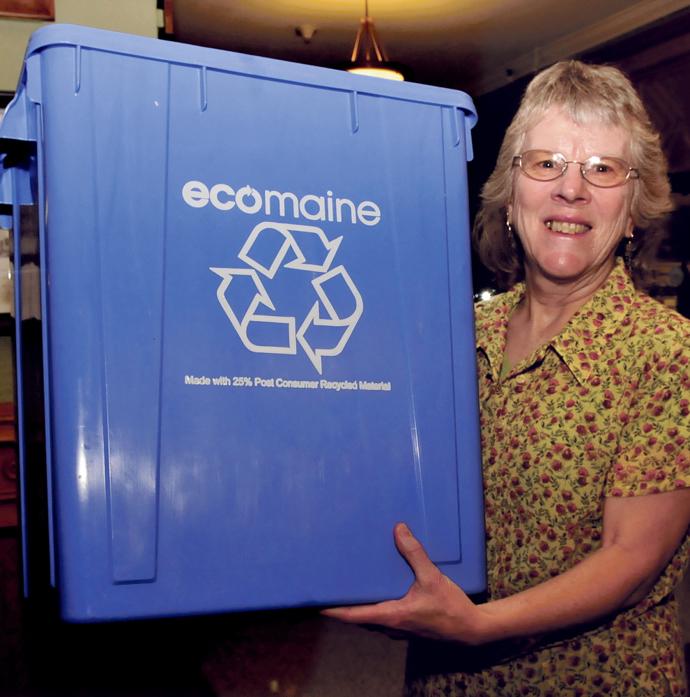 The first 25 residents at each of the upcoming information sessions on single-sort recycling will receive a free recycling bin.