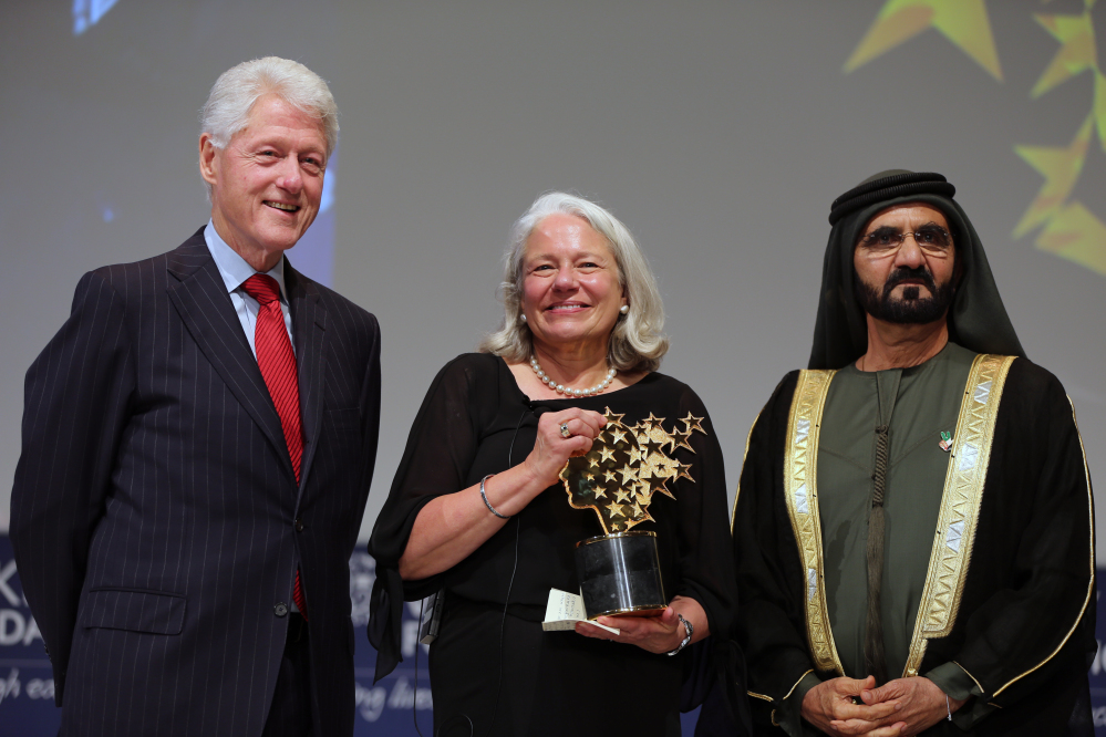 Nancie Atwell, a teacher from Southport, poses with former U.S. President Bill Clinton and Sheikh Mohammed bin Rashid Al Maktoum, prime minister of the U.A.E. and Ruler of Dubai, after she won the $1 million Global Teacher Prize in Dubai, United Arab Emirates, on Sunday.