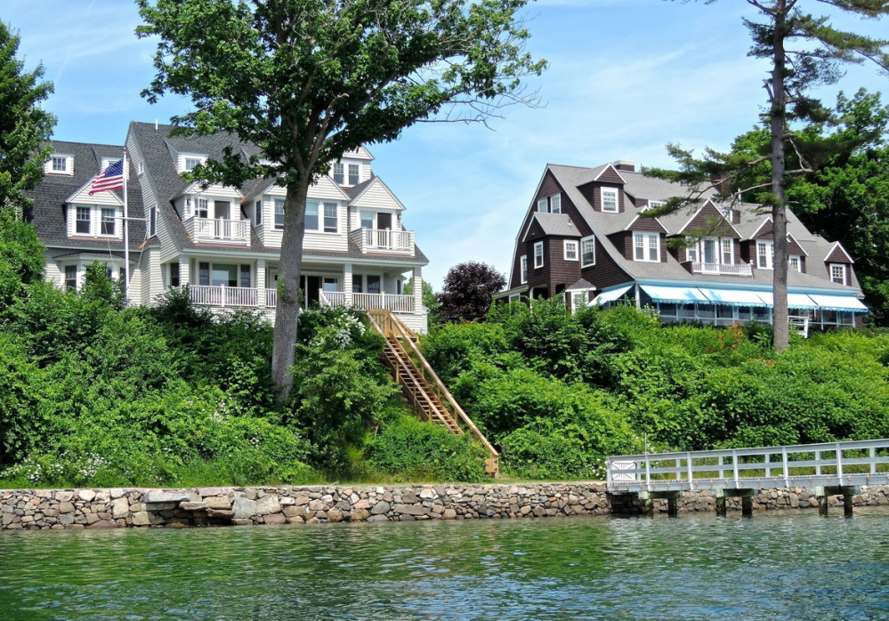 A paddle up York River has many views, including mansions, lobster boats, birds and convoluted estuaries.