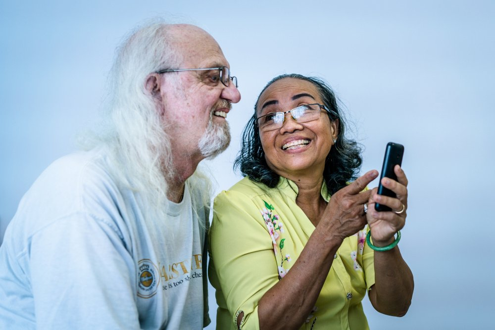 Hanh shows Reischl a photo of them when they dated in Vietnam 45 years ago. Photo by Quinn Ryan Mattingly for The Washington Post
