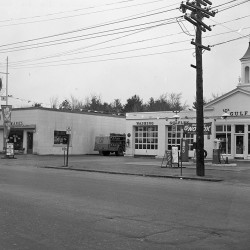Gulf station and 20th Century Super Market at 801 Washington Avenue. 1954 Press Herald photo.