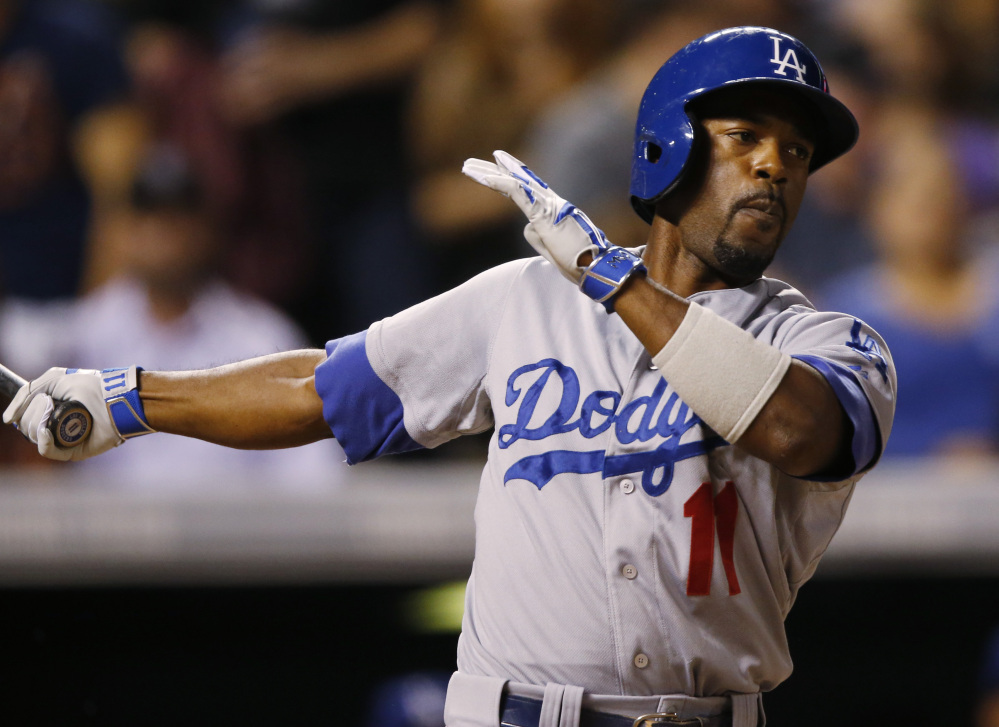 Shortstop Jimmy Rollins, who played last season with the Los Angeles Dodgers, signed a minor league deal with the Chicago White Sox and will battle for their starting job.
