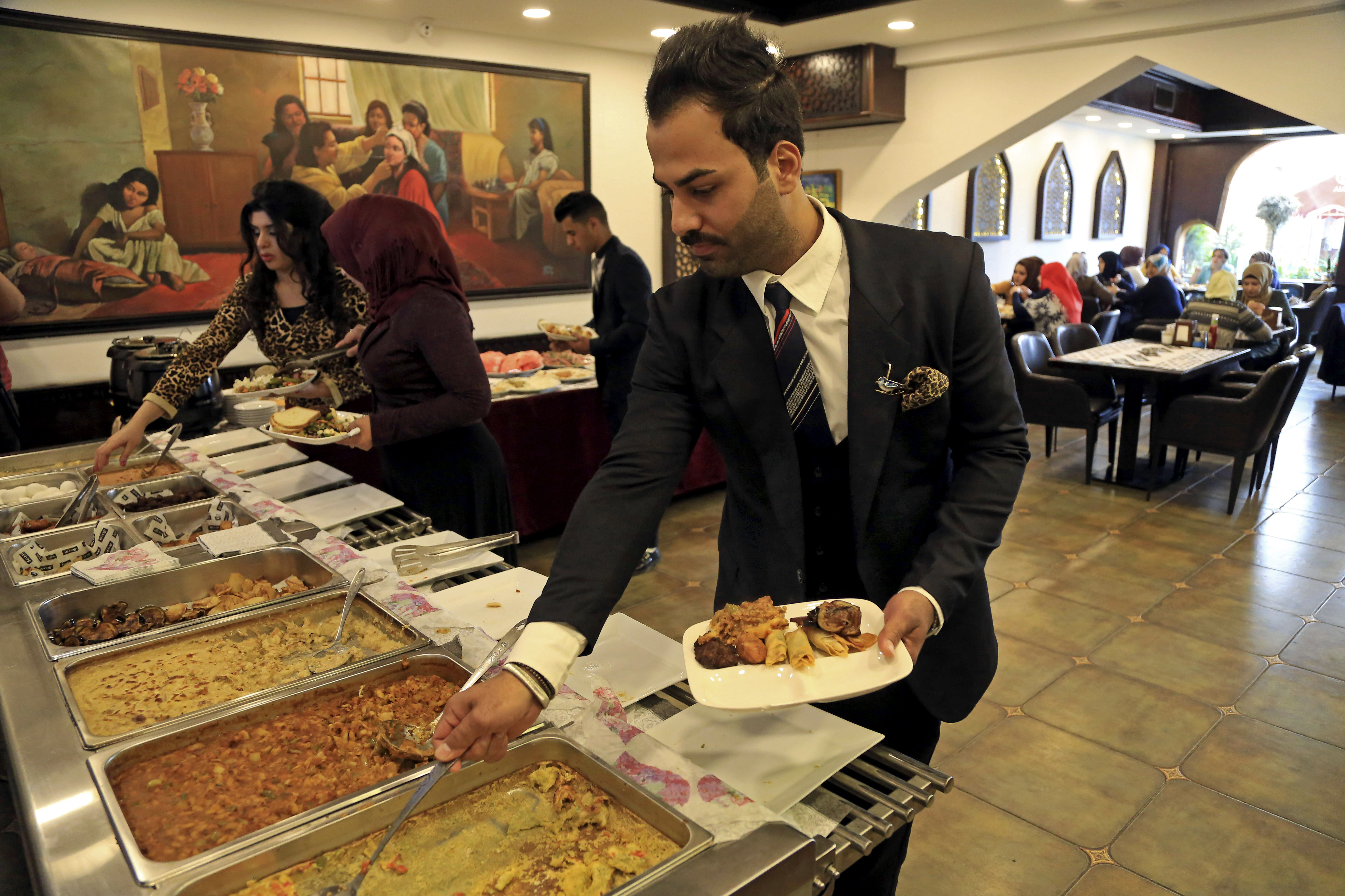 Iraq's restaurant business booms amid fighting, economic ...