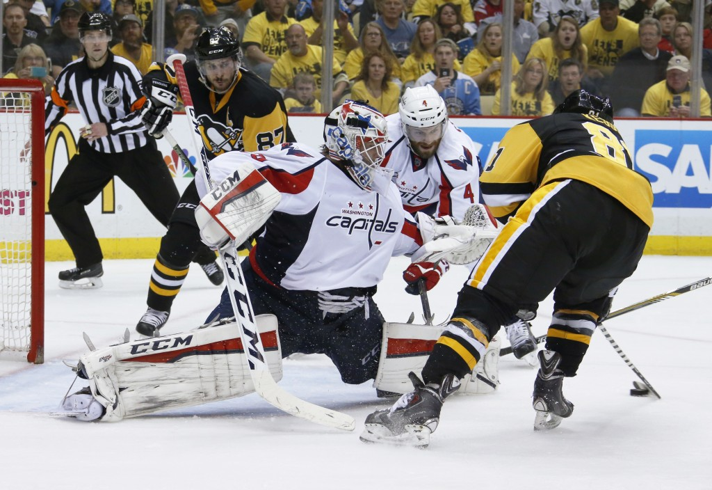 Pittsburgh's Phil Kessel, right, shoots and scores on Washington goalie Braden Holtby during the second period Tuesday.   The Associated Press
