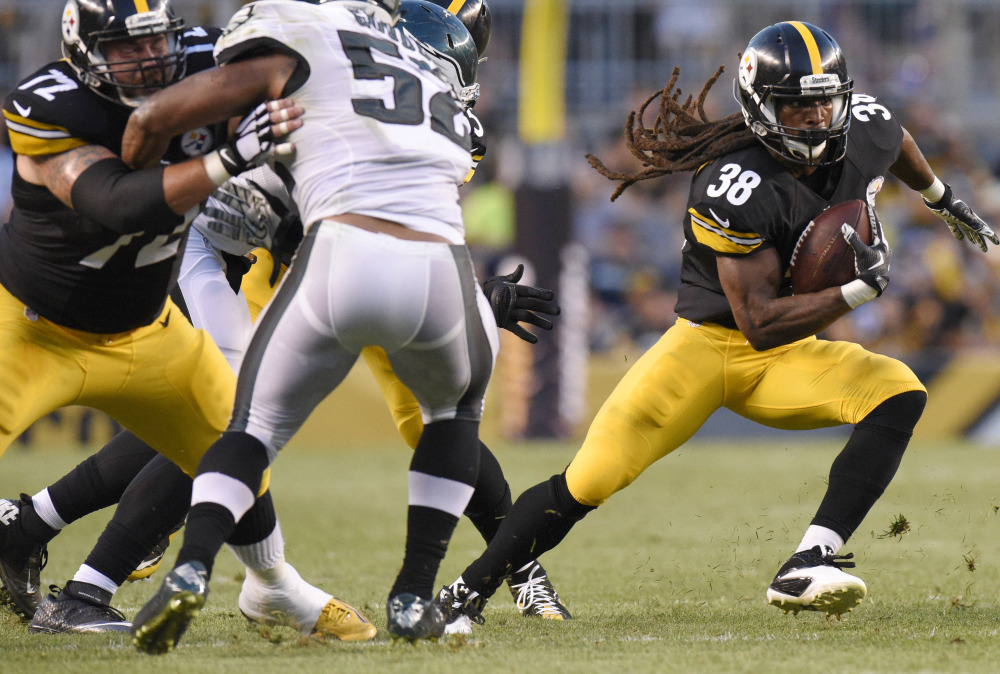 Steelers running back Daryl Richardson carries the ball during a preseason game Thursday – a 17-0 loss to the Eagles at home. Pittsburgh has one offensive touchdown in two games.