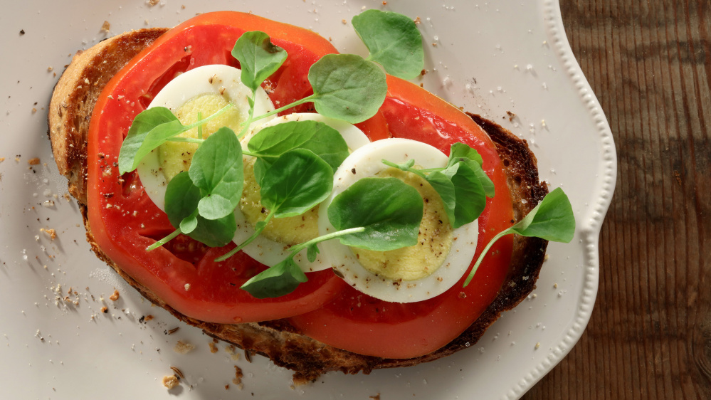 Tomato and egg smorrebrod