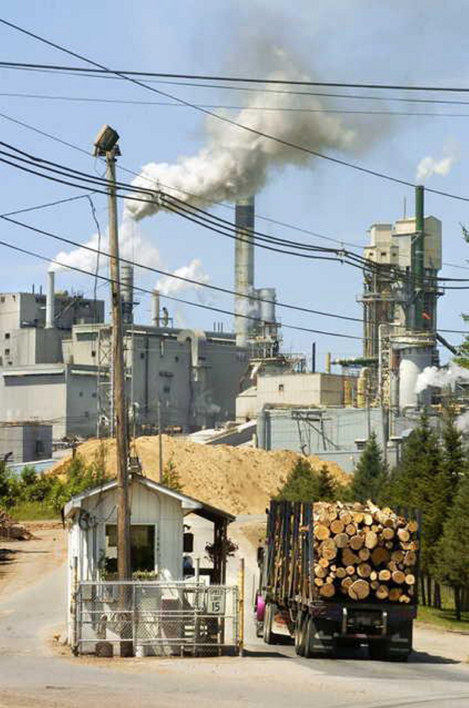 Verso's Androscoggin Mill in Jay will temporarily idle its No. 3 paper machine, cutting annual production capacity by about 200,000 tons.
