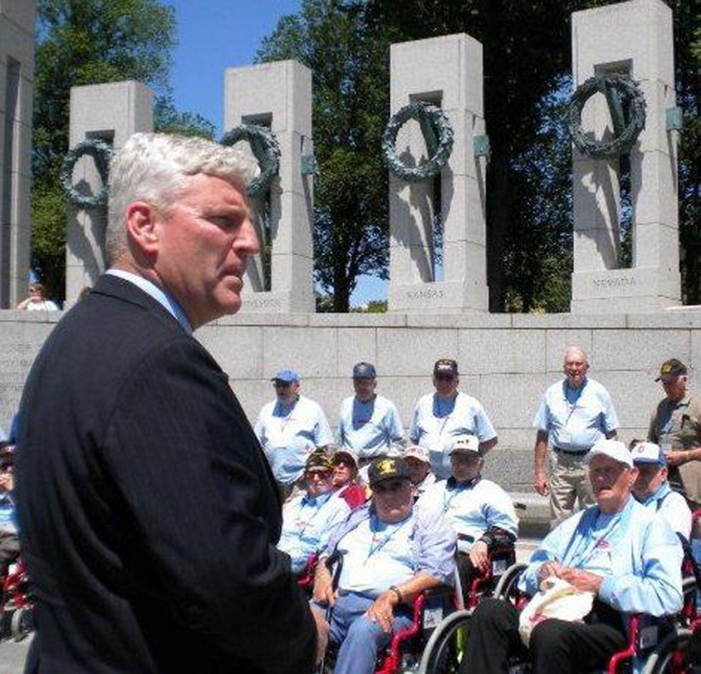 Earl Morse speaks to veterans at the World War II Memorial in Washington, D.C.