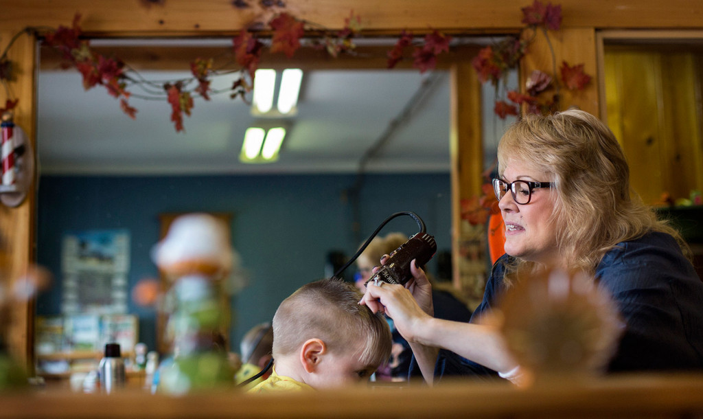 Barber Shop Portland Maine : Lisa Shardlow, who owns a barber shop in Mexico, cuts the hair of 2 ...