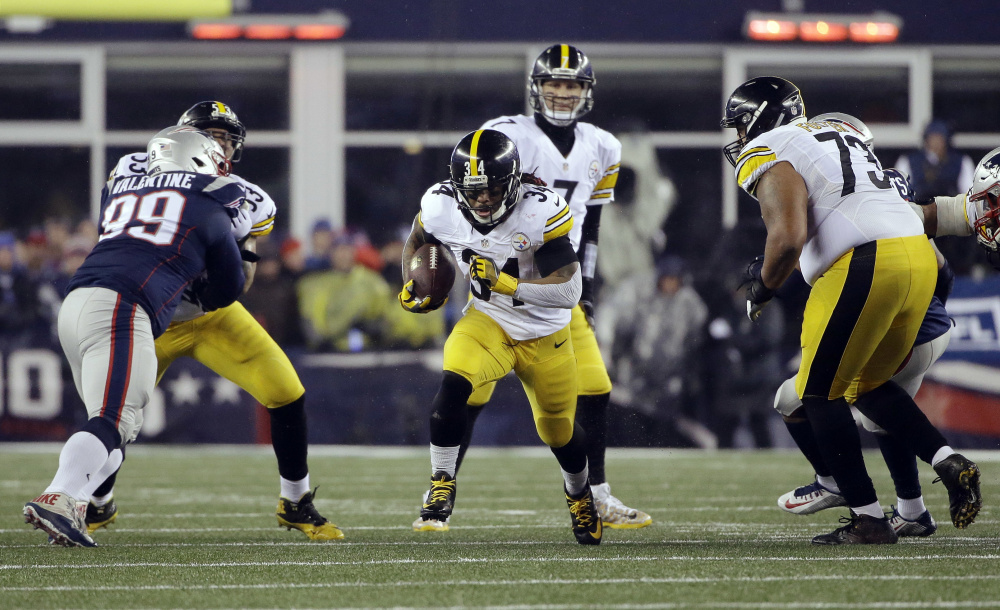 Steelers running back DeAngelo Williams carries the ball during the first half.