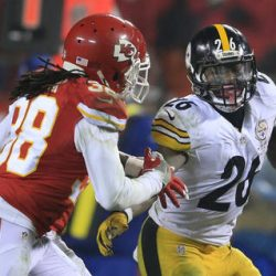 Pittsburgh Steelers running back Le'Veon Bell runs from Kansas City free safety Ron Parker on Sunday.    Orlin Wagner/Associated Press
