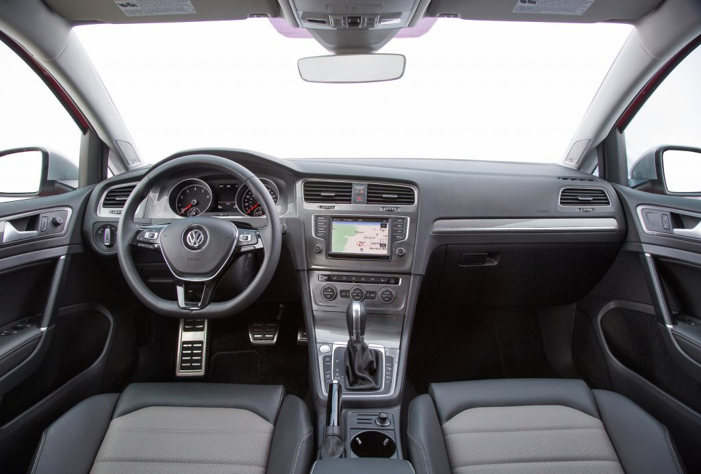 Manual gear selection can be made through toggling the Tiptronic paddle shifters on the steering wheel or manipulating the shift knob in the center console.