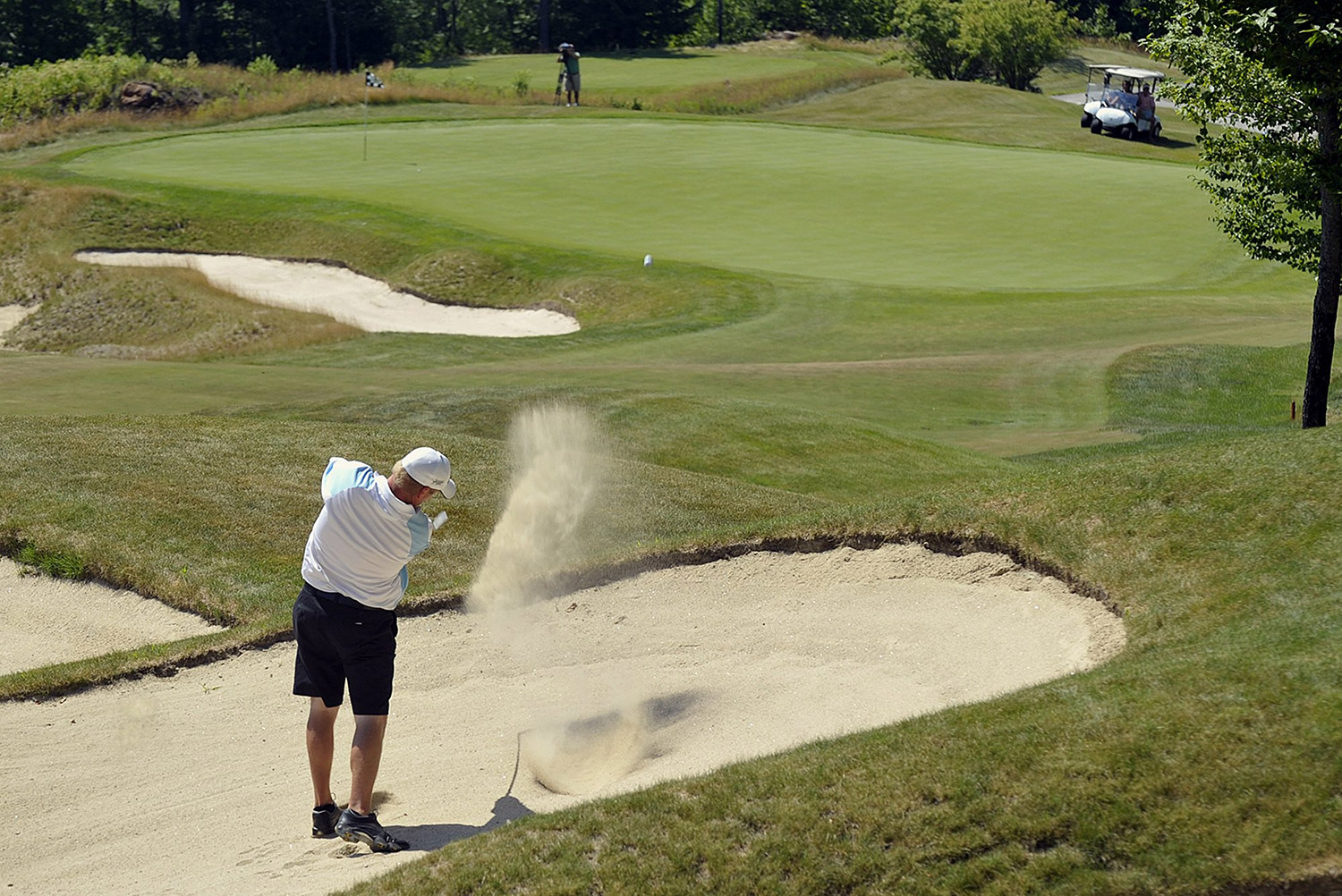 Former owner of Sunday River golf course still selling memberships, lawsuit says