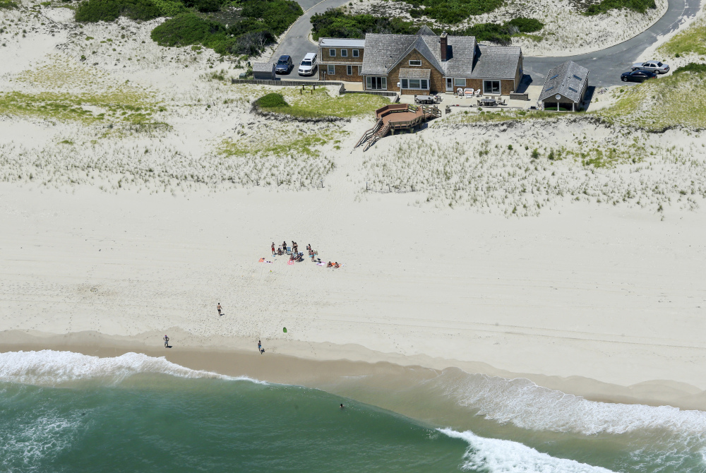 New Jersey bill would allow public to rent Christie beach house